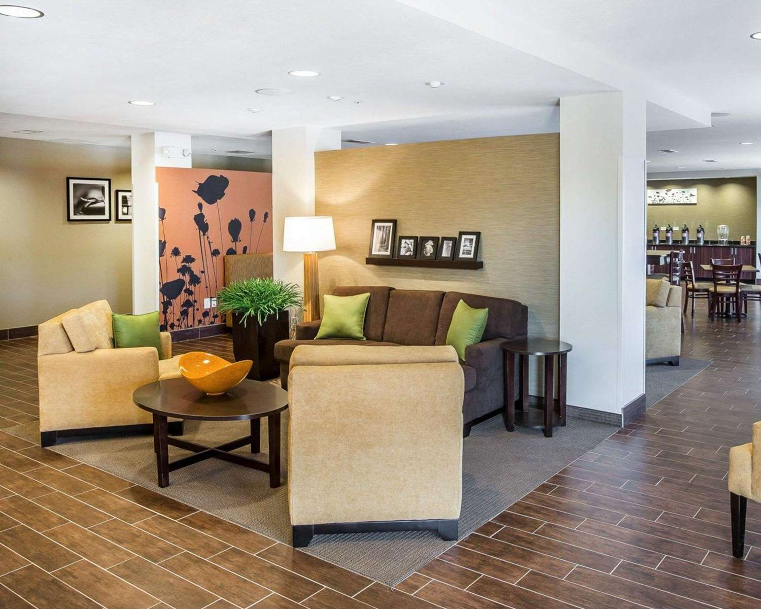 Lobby - MainStay Suites Emerson