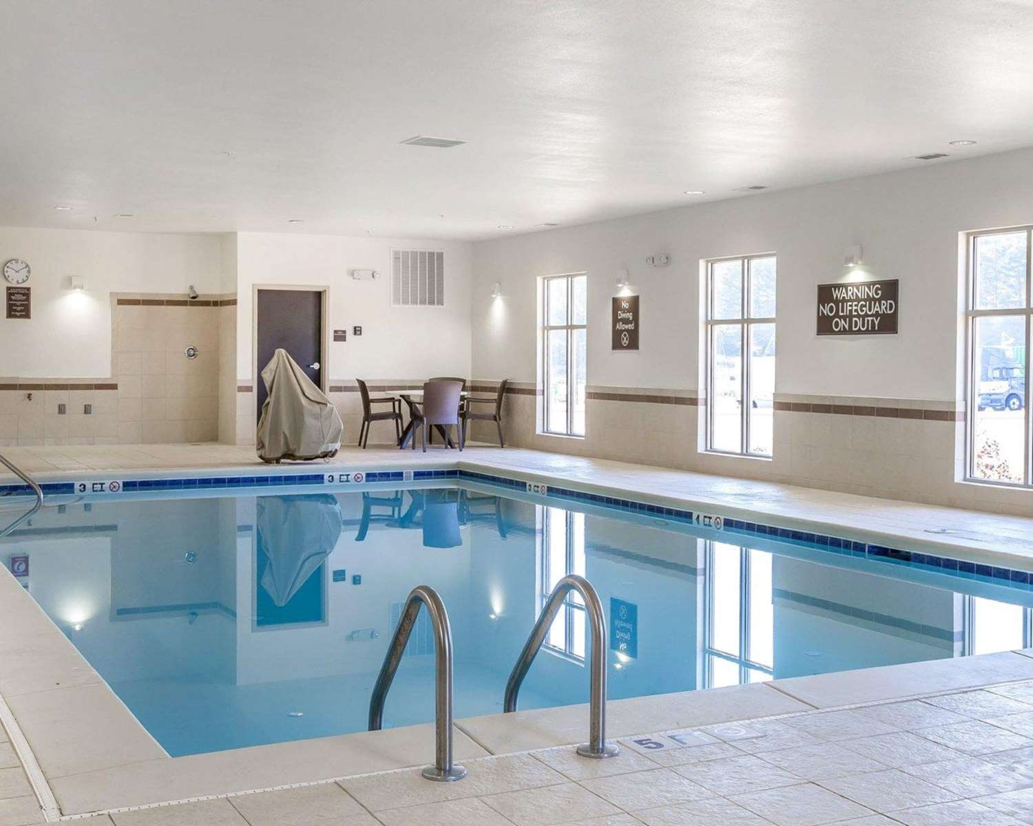Pool - MainStay Suites Emerson