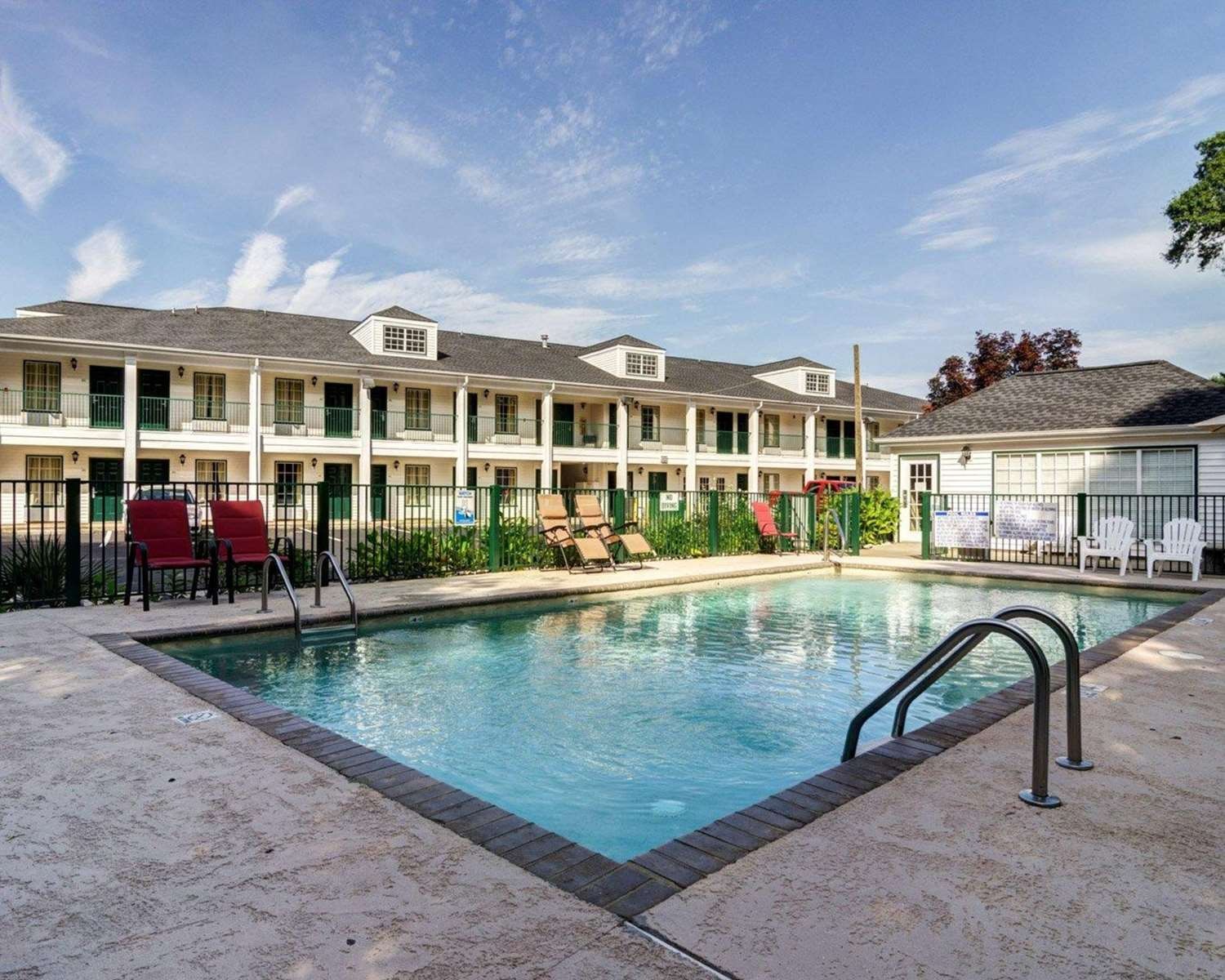 Pool - Quality Inn Hartwell