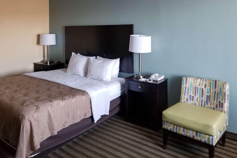 Room - Quality Inn Calhoun