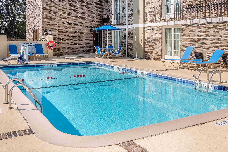 Pool - Comfort Inn Savannah