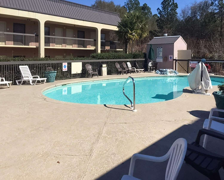 Pool - Econo Lodge Cordele