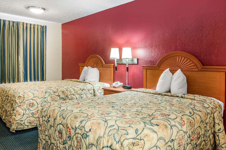 Room - Rodeway Inn La Grange