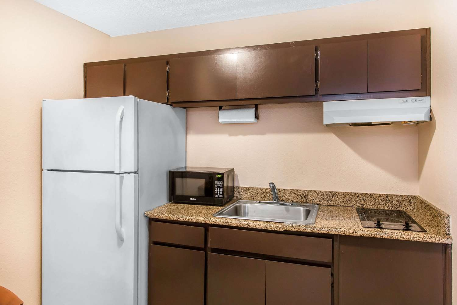 Room - Quality Inn Hinesville