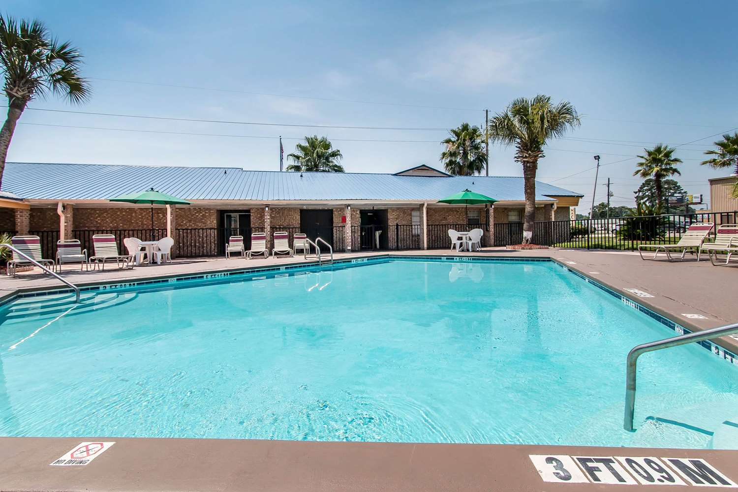 Pool - Quality Inn Hinesville