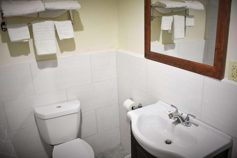 Room - Rodeway Inn Swainsboro