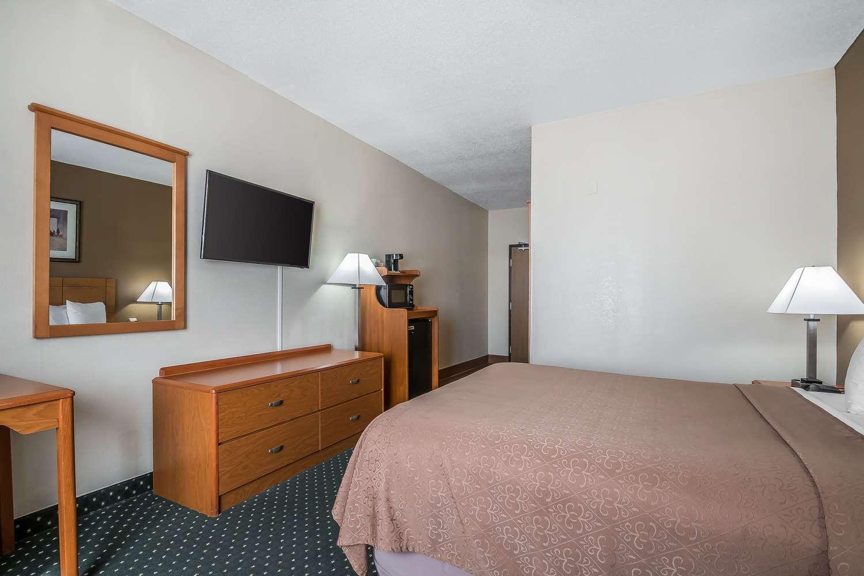 Room - Quality Inn Coralville