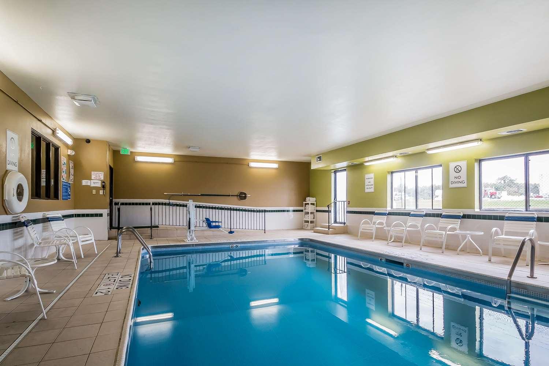Pool - Quality Inn Coralville