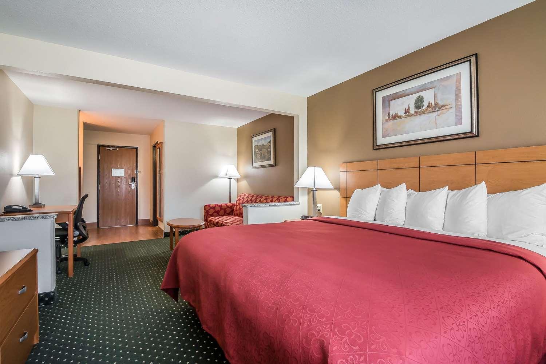 Suite - Quality Inn Coralville