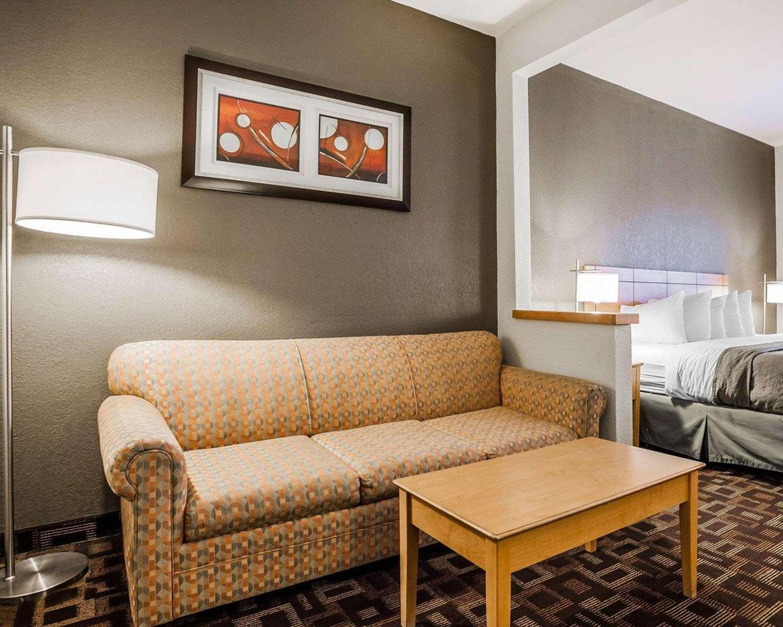 Suite - Quality Inn & Suites Airport Des Moines