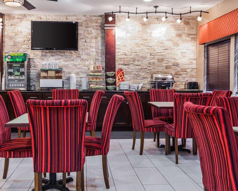 Restaurant - Quality Inn & Suites Airport Des Moines