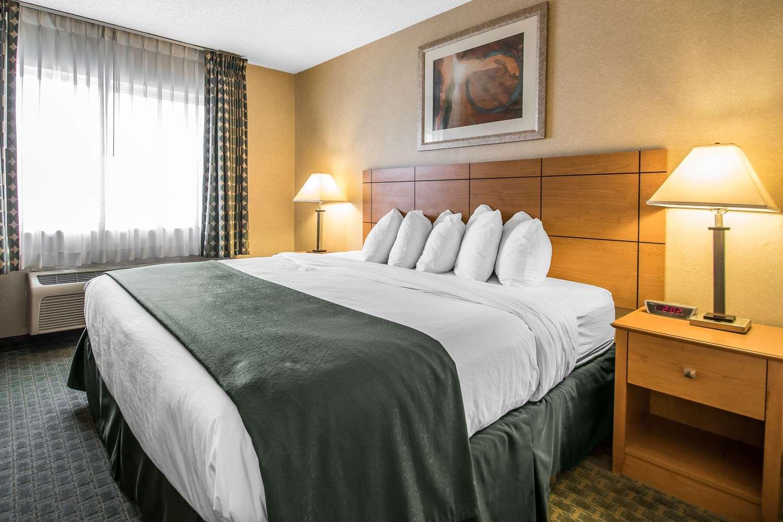 Room - Quality Inn Dubuque