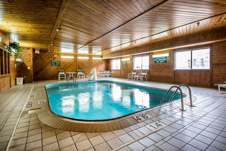 Pool - Quality Inn Dubuque