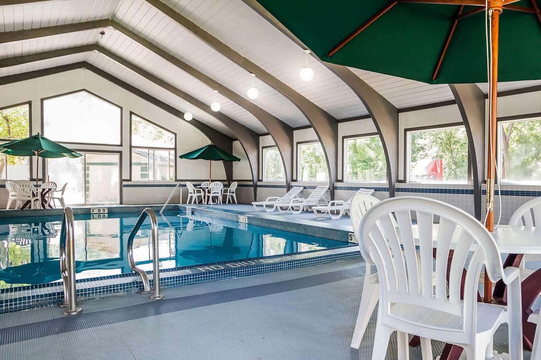 Pool - Quality Inn & Suites Des Moines