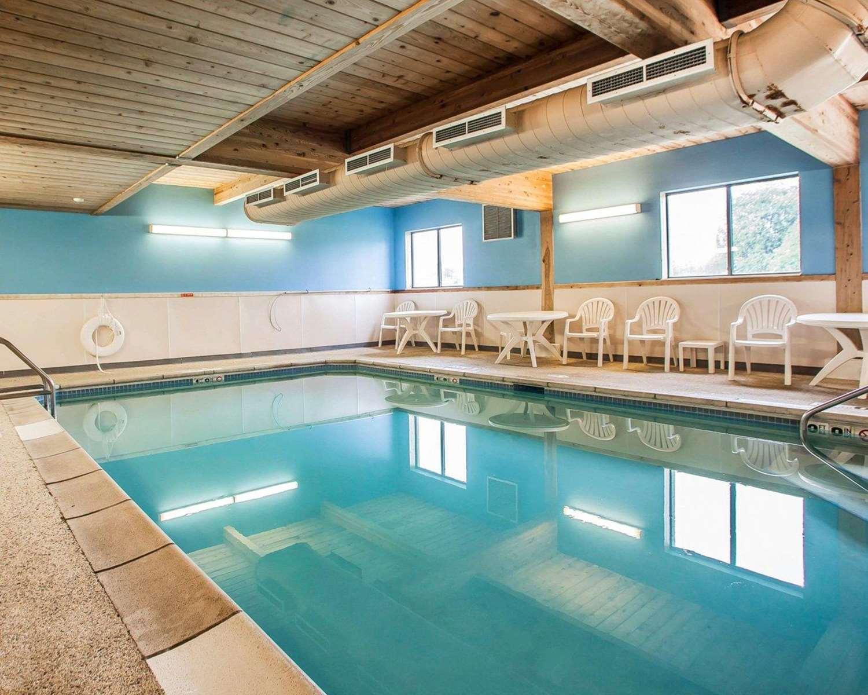 Pool - Comfort Inn Marshalltown