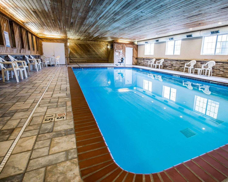 Pool - Comfort Inn Le Claire