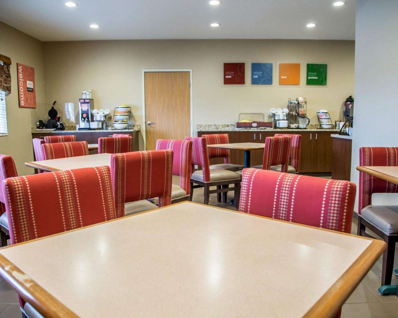Restaurant - Comfort Inn Le Claire
