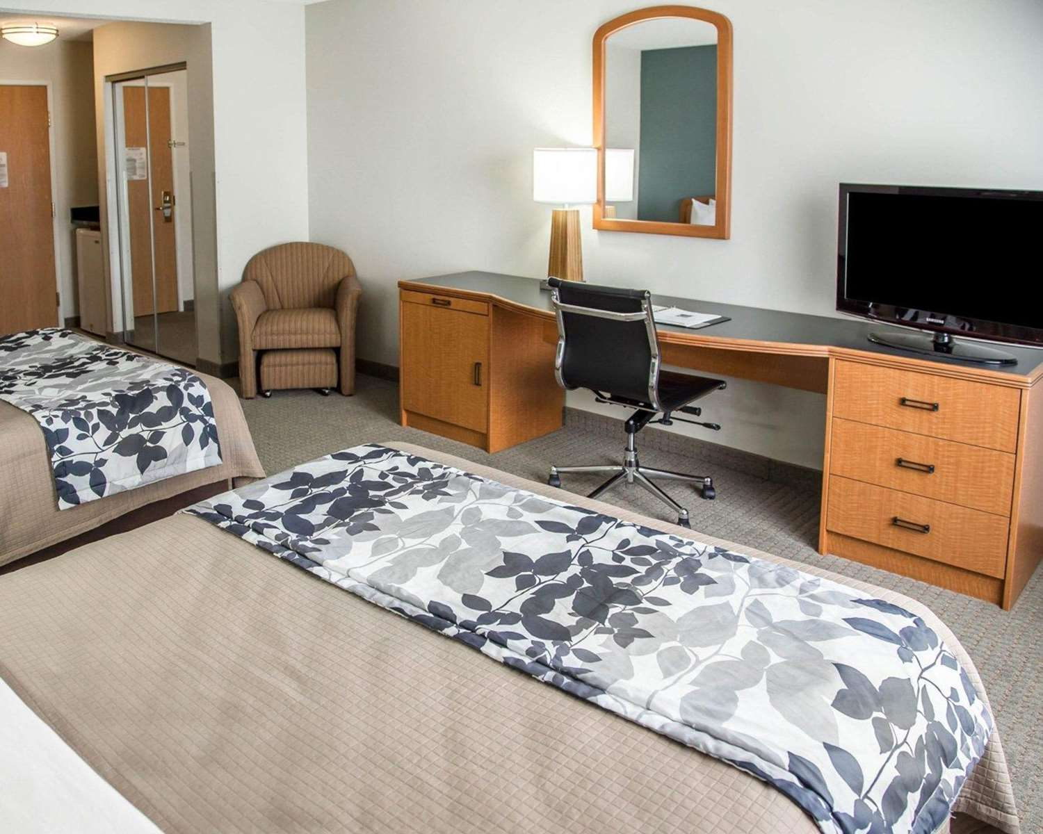 Room - Sleep Inn & Suites Davenport