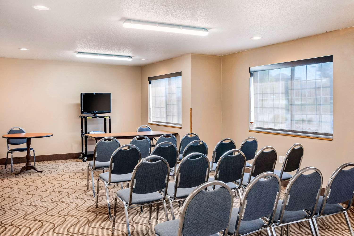 Meeting Facilities - MainStay Suites Dubuque