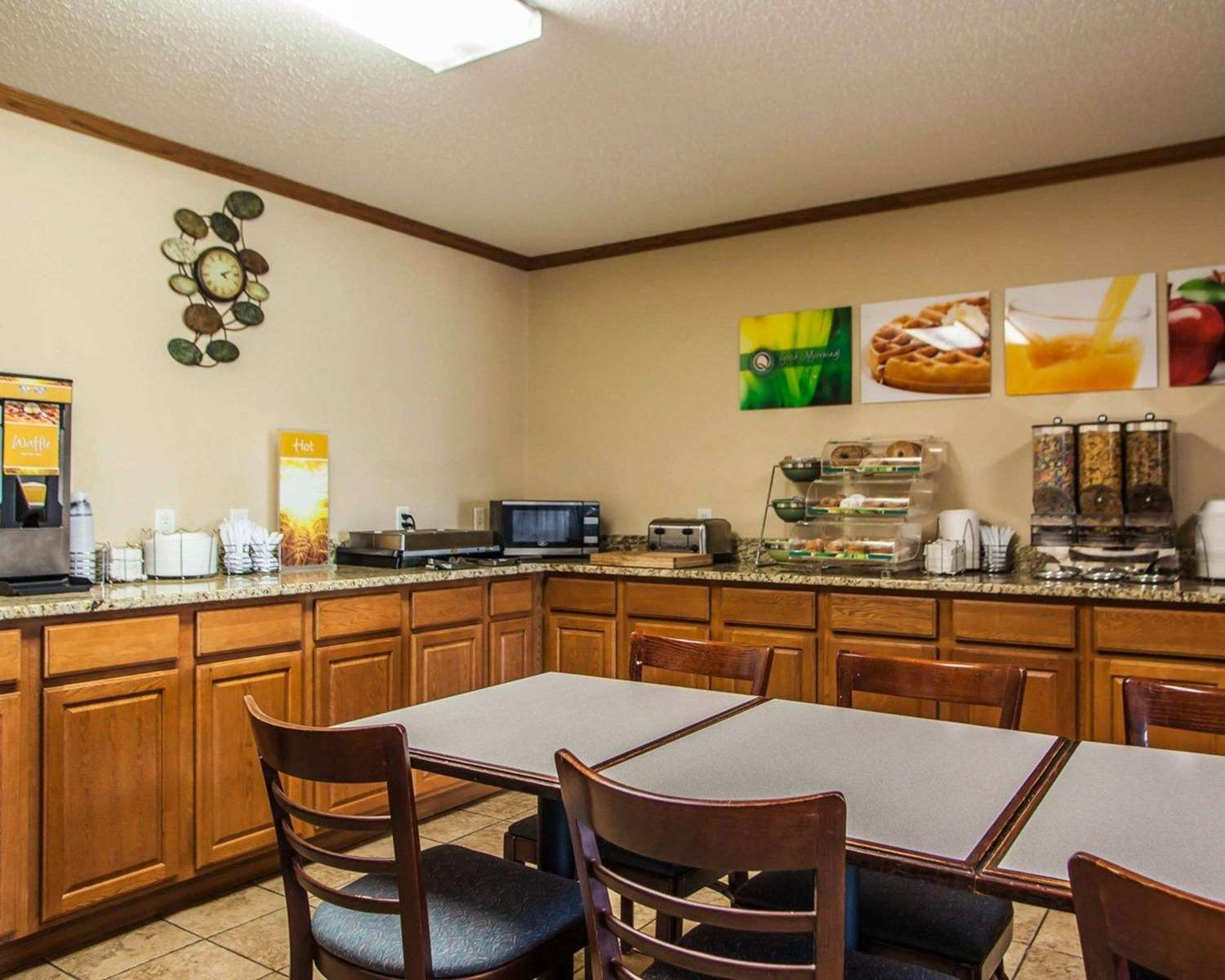 Restaurant - Quality Inn & Suites Eldridge