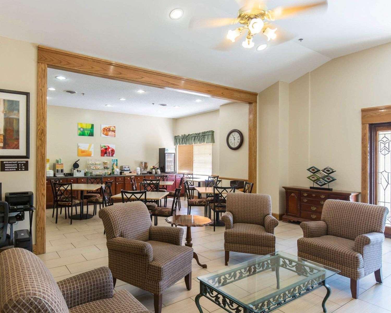 Lobby - Quality Inn Cedar Rapids