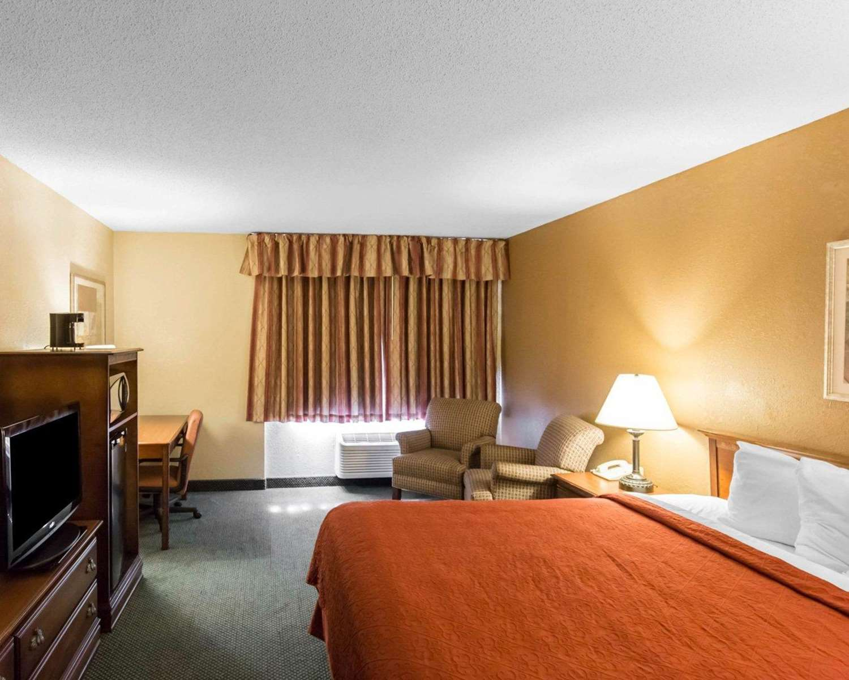 Room - Quality Inn Cedar Rapids