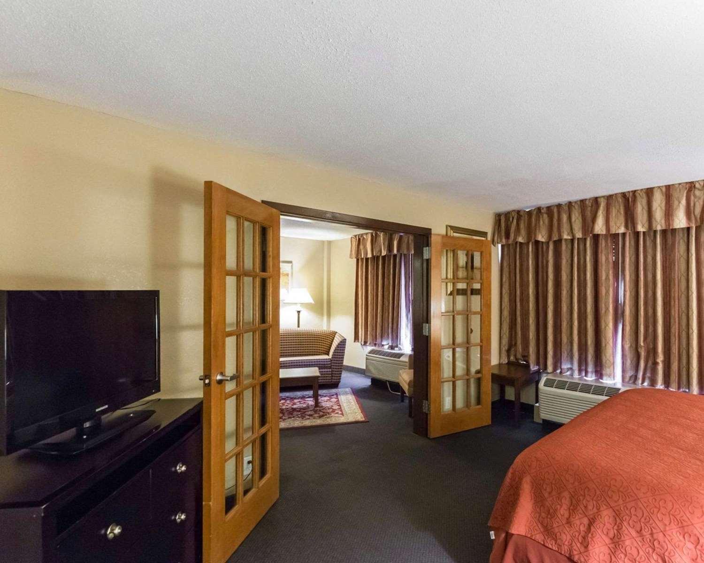 Suite - Quality Inn Cedar Rapids