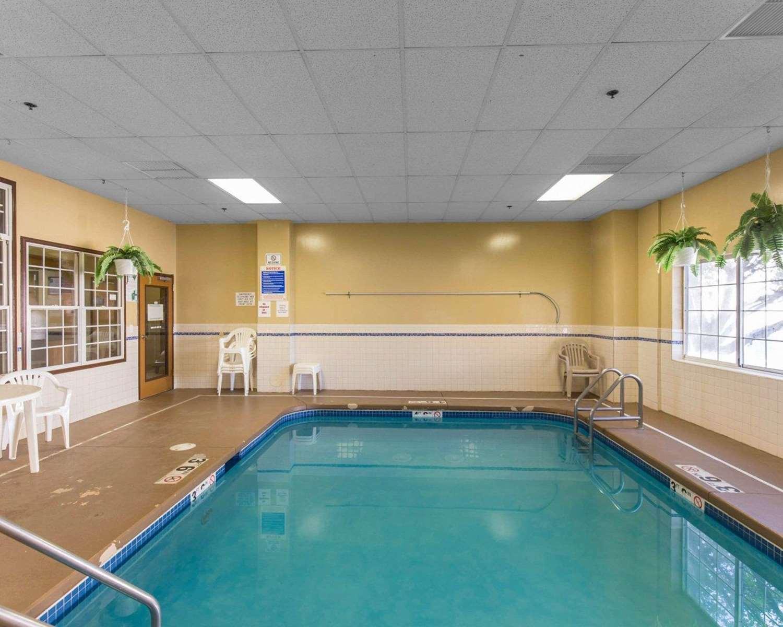 Pool - Quality Inn Cedar Rapids