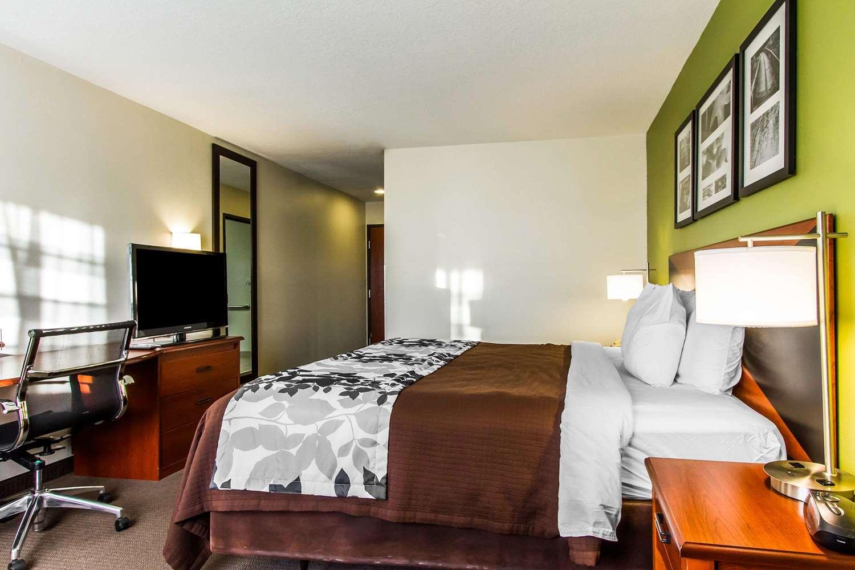Room - Sleep Inn & Suites Pleasant Hill