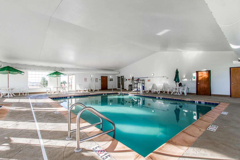 Pool - Sleep Inn & Suites Pleasant Hill