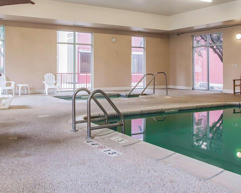 Pool - Quality Inn Fort Dodge