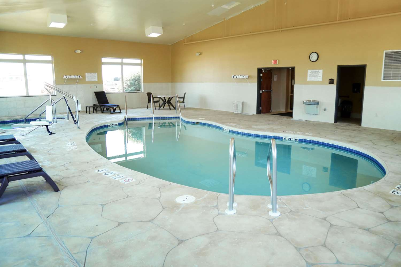 Pool - Comfort Inn & Suites Grinnell