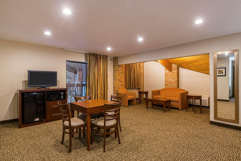 Room - Quality Inn Waverly
