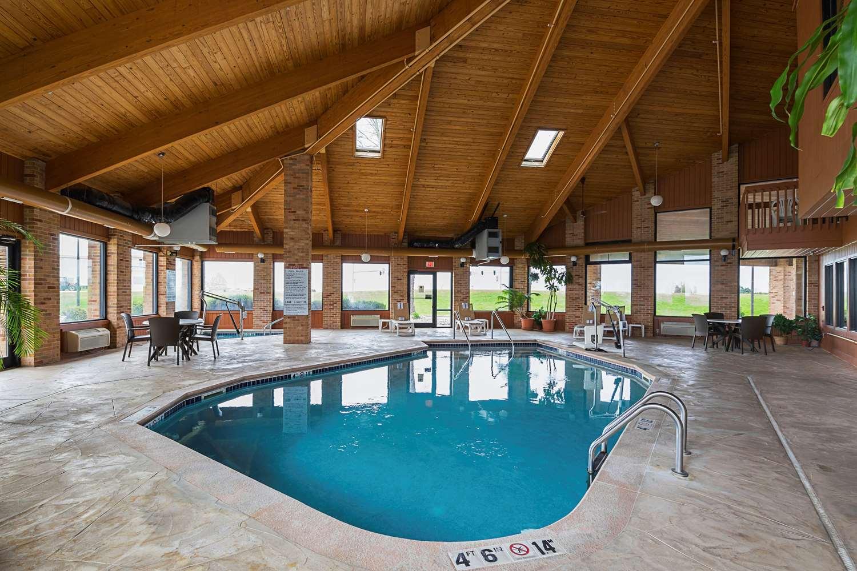 Pool - Quality Inn Waverly
