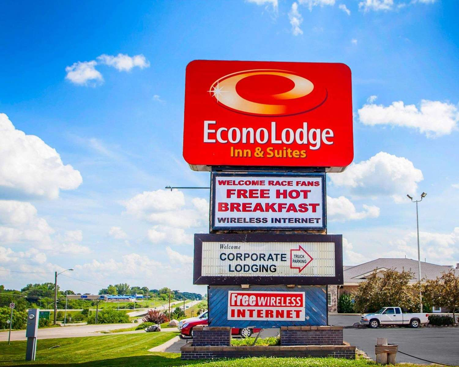 Exterior view - Econo Lodge Inn & Suites Newton