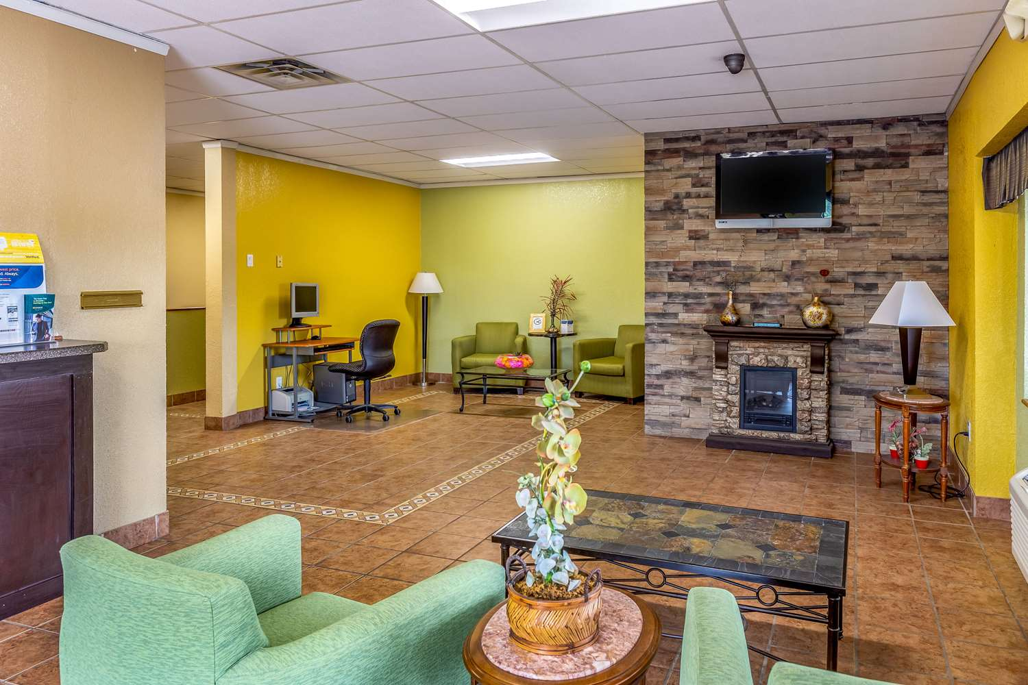 Lobby - Econo Lodge Inn & Suites Newton