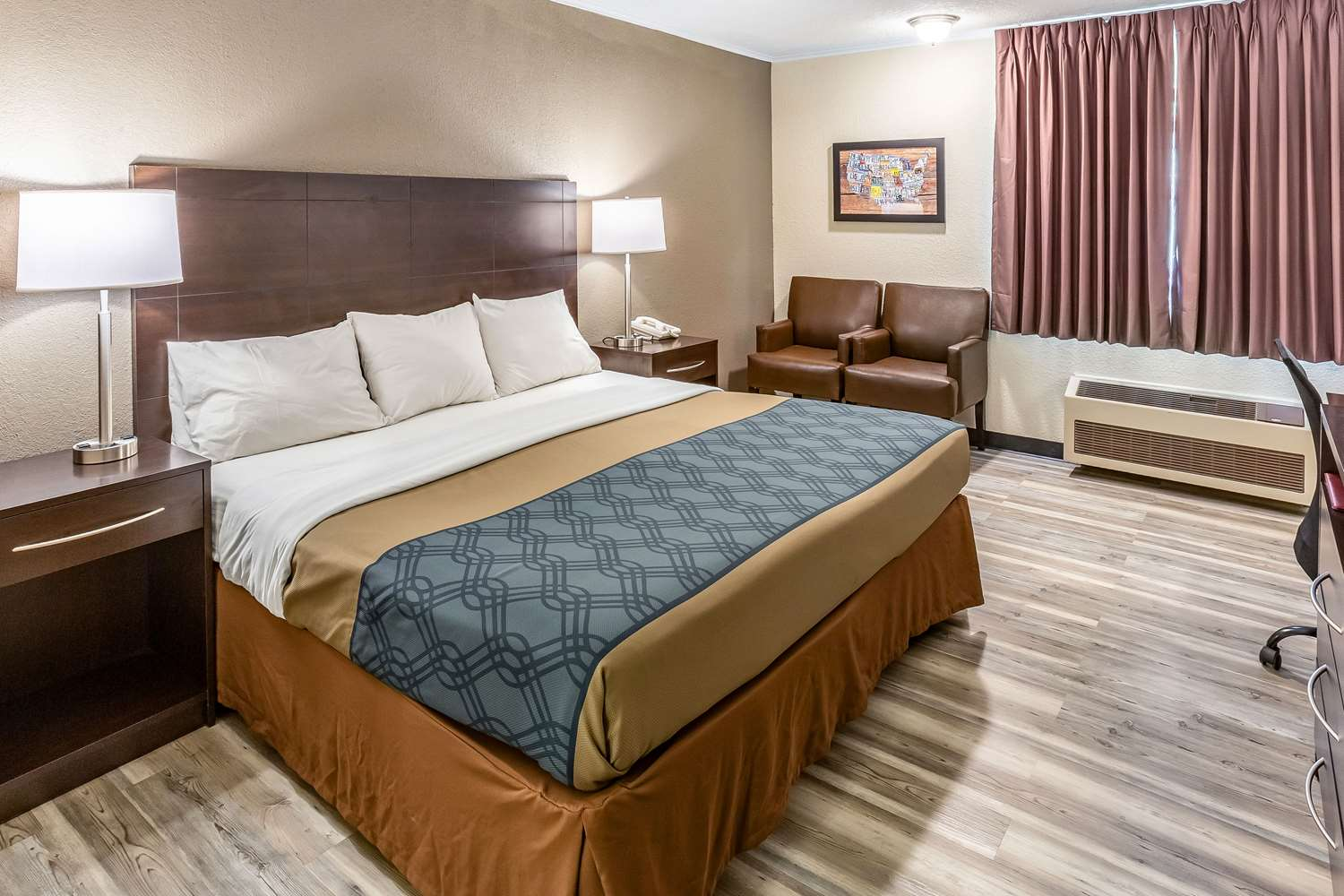 Room - Econo Lodge Inn & Suites Newton