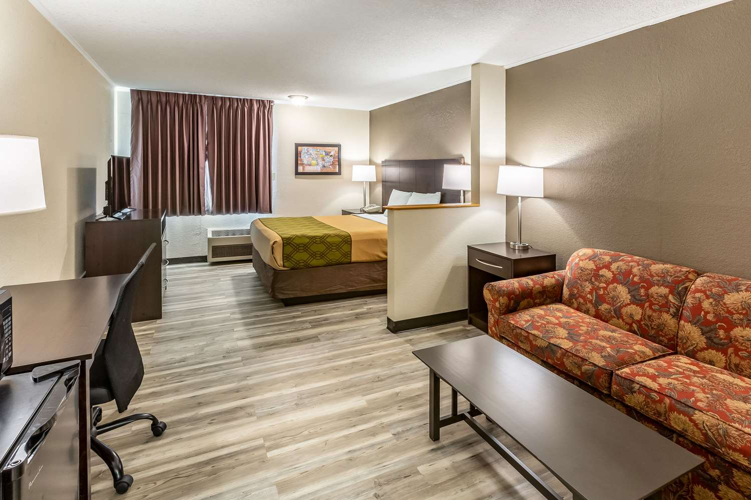 Suite - Econo Lodge Inn & Suites Newton