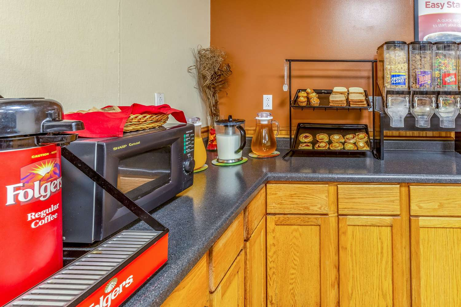 Restaurant - Econo Lodge Inn & Suites Newton