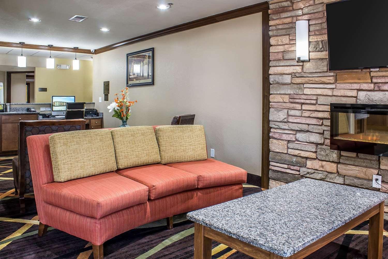 Lobby - Comfort Inn & Suites Cedar Rapids