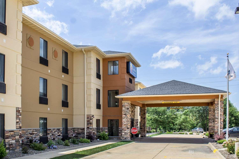 Exterior view - Comfort Inn & Suites Cedar Rapids