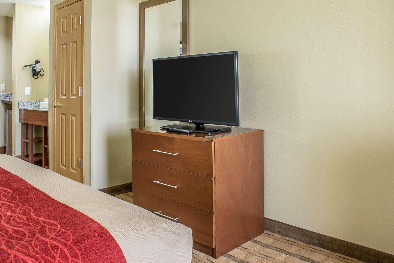 Suite - Comfort Inn & Suites Cedar Rapids