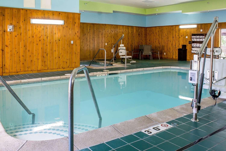 Pool - Comfort Inn & Suites Cedar Rapids