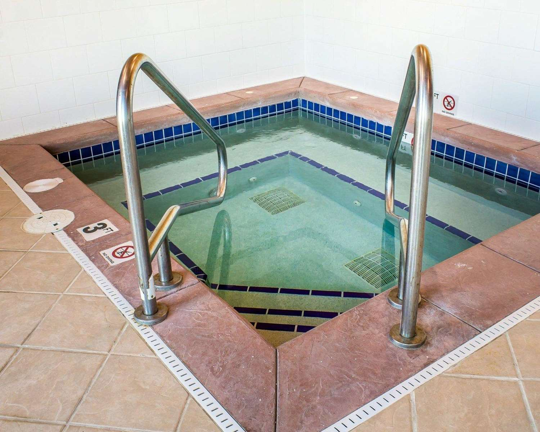 Pool - Rodeway Inn Milford