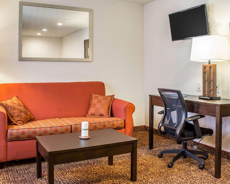 Suite - Rodeway Inn Milford