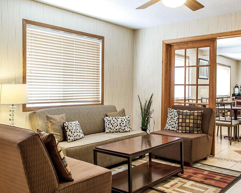 Lobby - Quality Inn & Suites Davenport