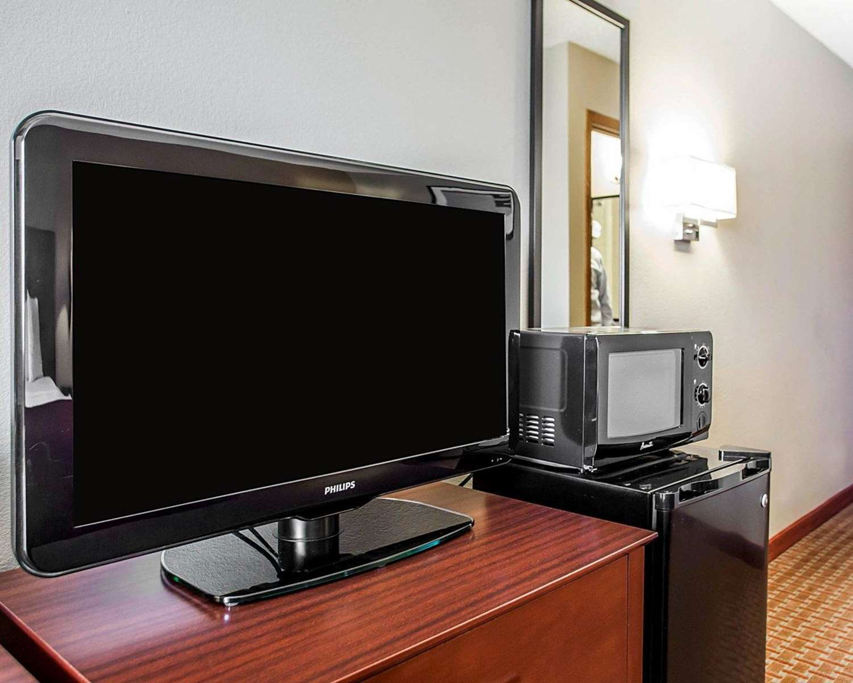 Room - Quality Inn & Suites Davenport