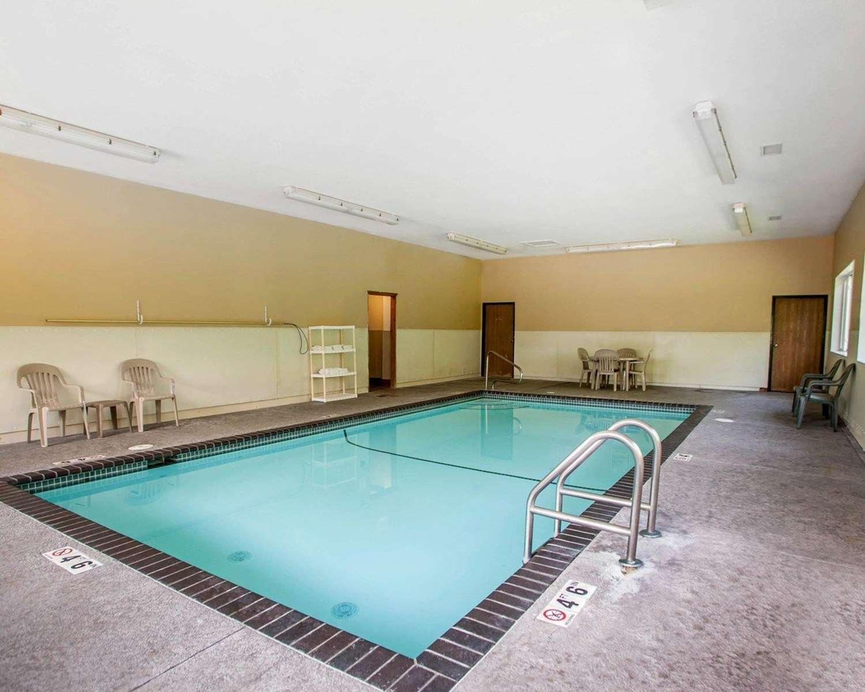 Pool - Quality Inn & Suites Davenport