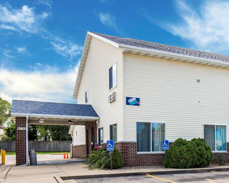 Exterior view - Rodeway Inn Cedar Rapids