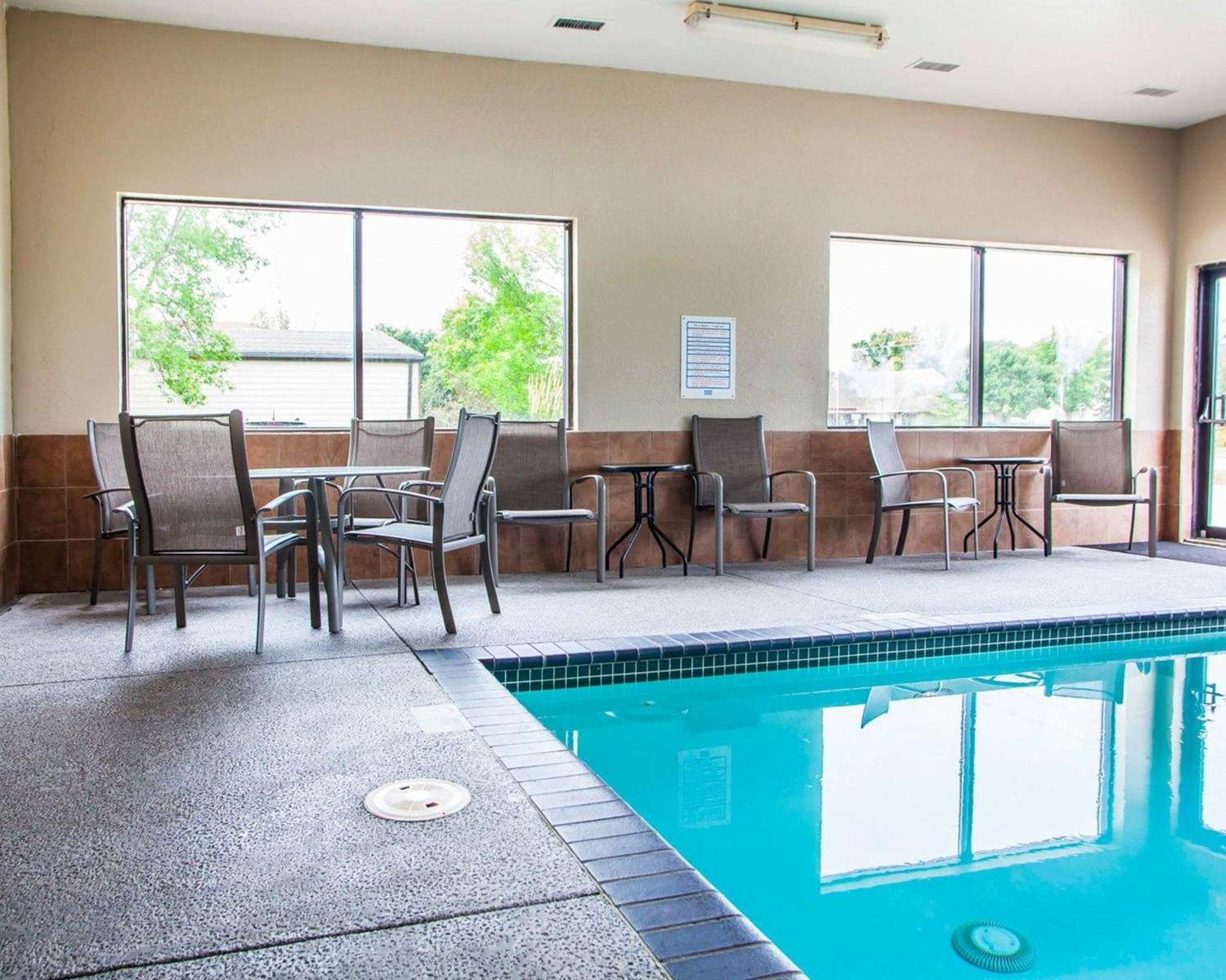Pool - Quality Inn & Suites Ankeny
